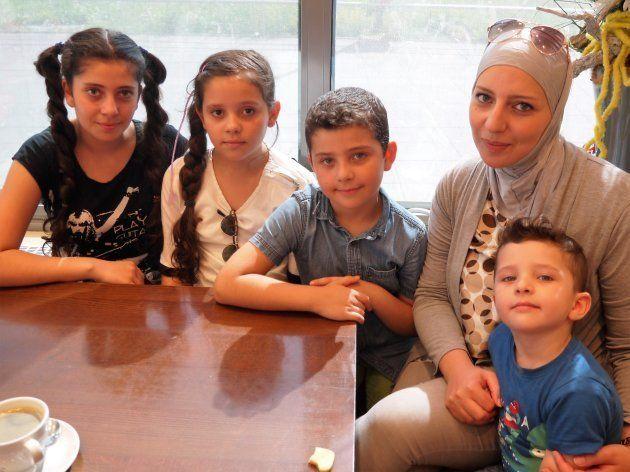 シリア出身のマラさんと子どもたち シュツットガルト市内