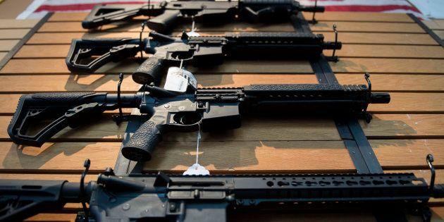小学校など7カ所で銃乱射 少なくとも5人死亡