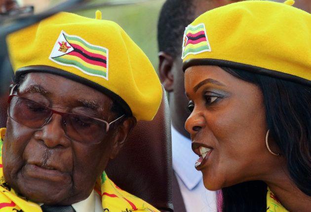 ムガベ大統領(左)とグレース夫人。November 8, 2017.REUTERS/Philimon