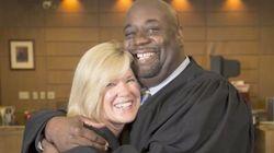 「彼女に命を取り戻してもらった」腎不全の判事を腎臓移植で救った同僚の友情