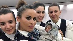 上空1万2800メートルで、突然の陣痛。乗務員が出産を助けた(画像)