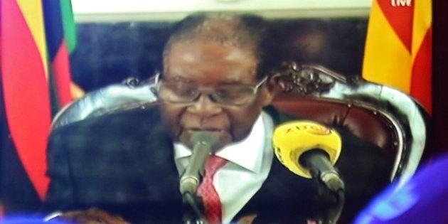 テレビ演説をするジンバブエのムガベ大統領。November 19, 2017. REUTERS/Philimon