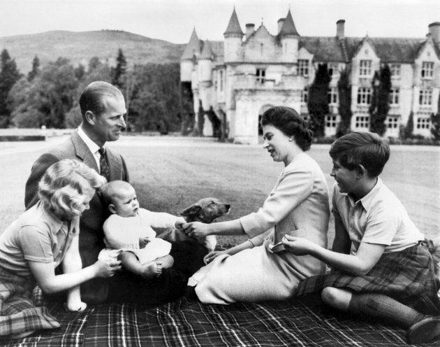 エリザベス女王一家。(左からアン王女、フィリップ殿下、アンドリュー王子、エリザベス女王、チャールズ皇太子)September 8,