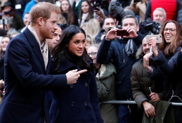 ヘンリー王子とメーガン・マークル、初めての公務はとってもフレンドリー♡
