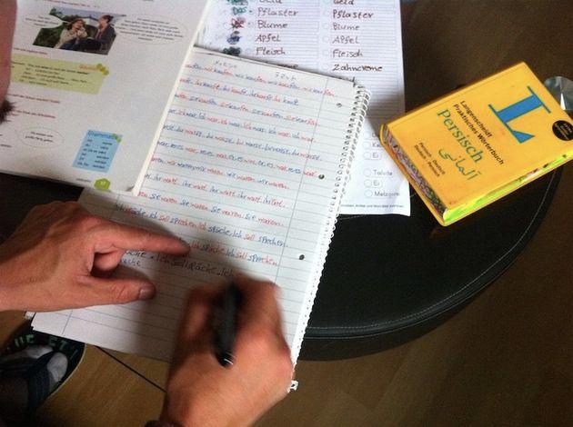 午後は家で宿題。ドイツ語の変化を、何度も書いて覚える。ペルシャ語の辞書が必須だ。内容は小学校1年生程度だ。