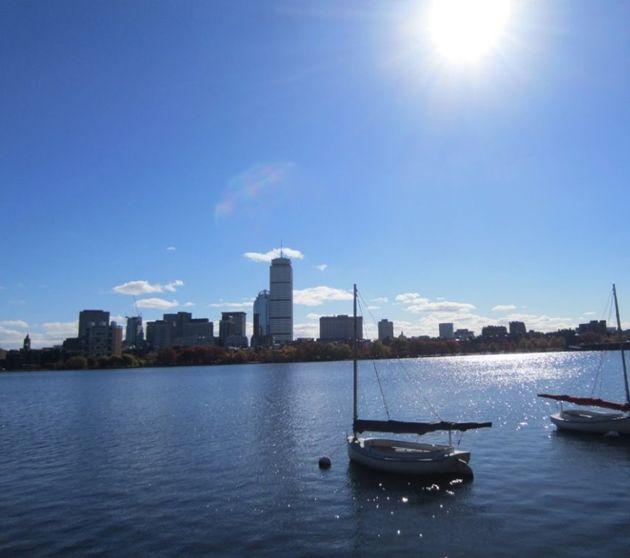 (ケンブリッジの街から。チャールズ川の対岸にボストンの街が見える)