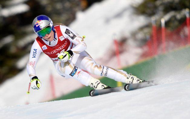 大会で滑走するリンゼイ・ボン選手=2017年12月2日、カナダ