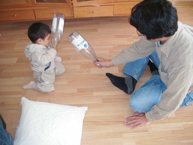 子供と遊ぶ鈴木教授