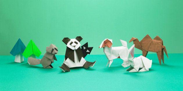 折り紙ワールドへようこそ。パンダもヘリコプターも恐竜も、すべて紙1枚で(画像)