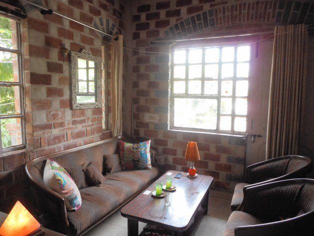 【インドで一人暮らし】働く女性のお部屋大公開!決め手は赤レンガの壁と窓