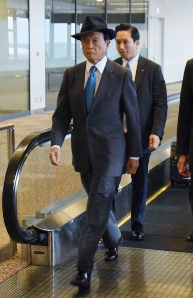日米経済対話が開催されたワシントンから帰国した麻生太郎副総理兼財務相=2017年10月18日撮影