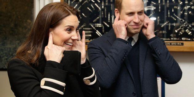 ウィリアム王子の「ギャロップ」がネットで称賛。観劇中、女の子のリクエストに応えて…(動画)