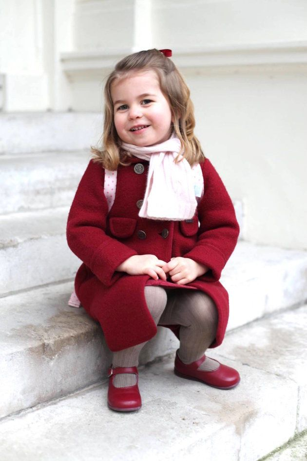 シャーロット王女、最新写真を公開⇒エリザベス女王に「そっくり」の声 ホントかな?(比較写真)