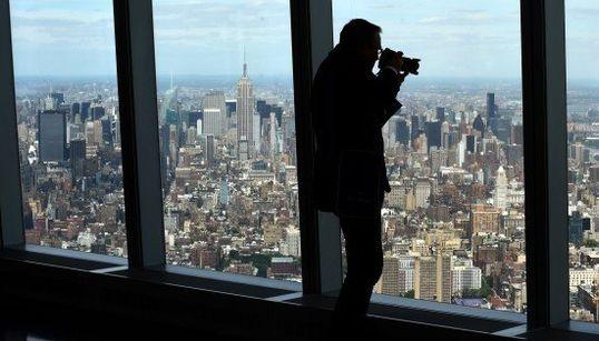 ワン・ワールド・トレード・センターの展望台が完成 地上400メートル、透けるガラスの上に立ったら...(画像)