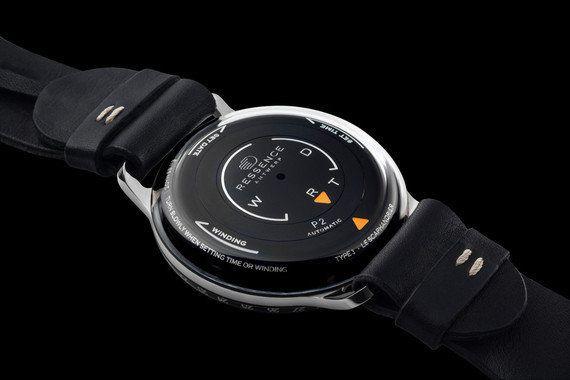 「液体」に入った機械式腕時計
