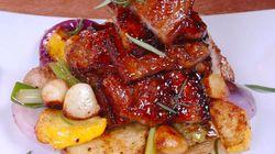 「豚バラ肉のハーブ焼き」カリカリの肉にソースが絡まりビールが進む【動画】