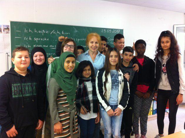 ベテラン教師は「本当に楽しい」と語った。難民の子供たちが学ぶ「国際学級」とは