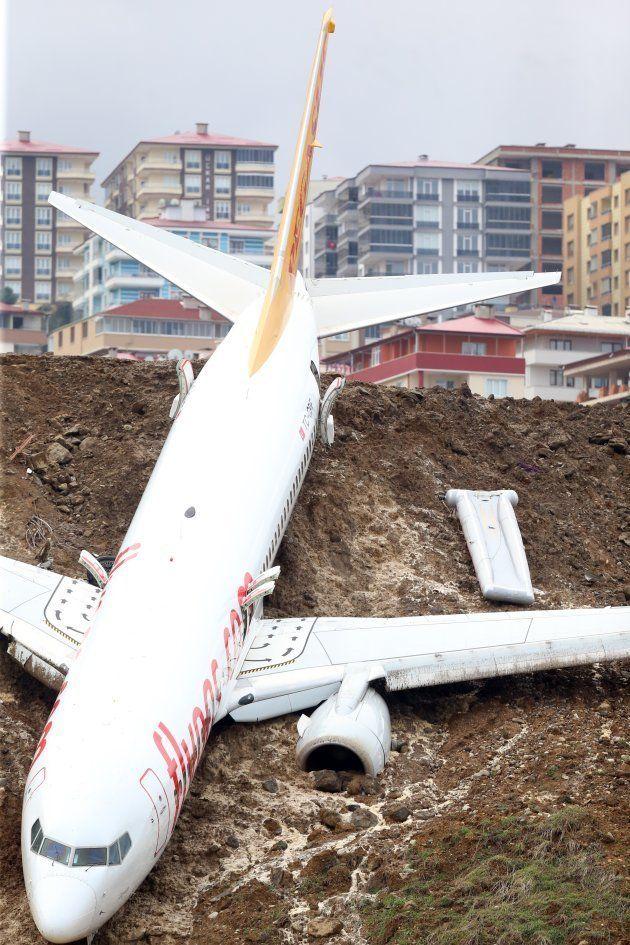 トルコの旅客機あわや黒海転落。画像・動画が恐怖を伝える