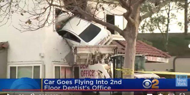 事故の模様を伝えるCBSニューヨークのYouTube公式チャンネル