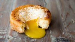 卵がドーナツの穴に入っちゃった。そしたら、こんなにとろ〜りレシピに