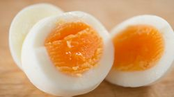 お玉1杯分の水だけで、ゆで卵は作れる