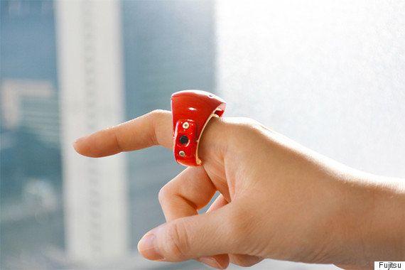 空中に文字を描いて操作する。たった10gの指輪型デバイス