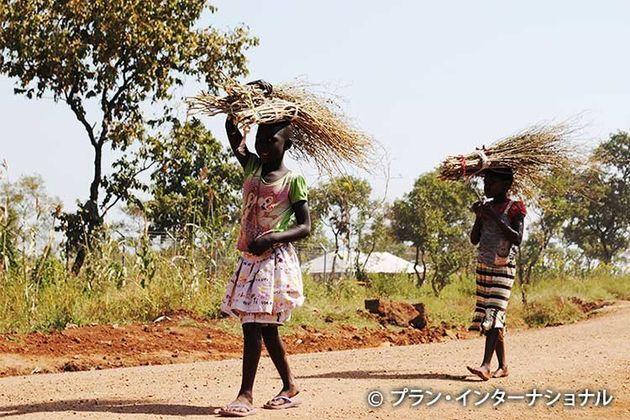 南スーダン難民の女の子たち