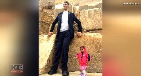 世界一身長の高い男性と世界一身長の低い女性が対面!
