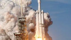 「世界最強」ロケットの打ち上げに成功 米スペースX