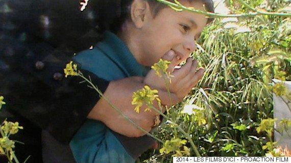 亡き父のために、子どもは美しい薔薇を探した。YouTubeから生まれた映画「シリア・モナムール」監督の想い