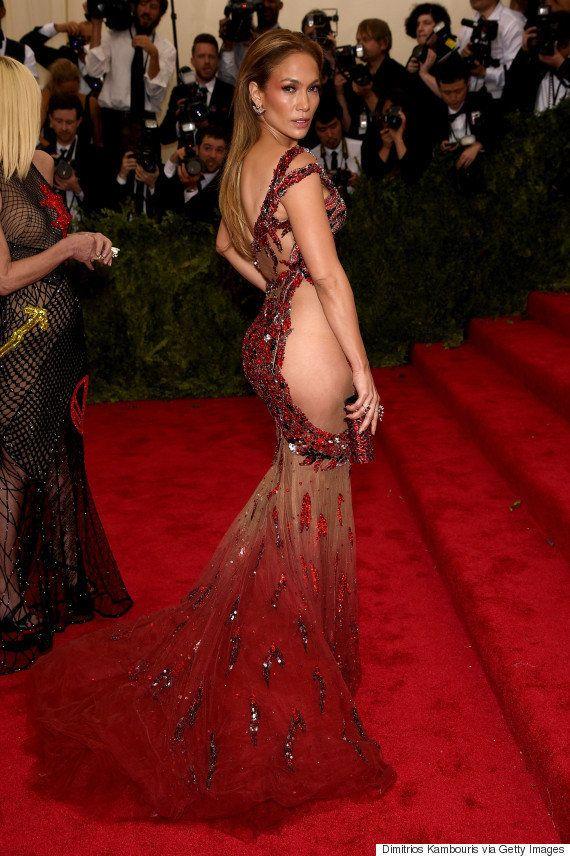 ジェニファー・ロペス、ついにドレスという概念すら超越した(画像)