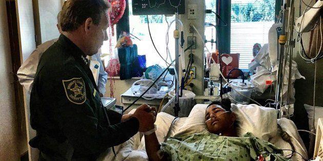 「彼こそ、本当のヒーロー」背中に銃弾を浴びながら仲間を救った少年を称賛する声