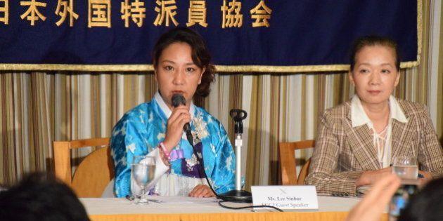 記者会見する李信恵さんと上瀧浩子弁護士