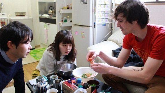 アメリカの家庭料理って?グレイビーソースを使った香草ビスケット