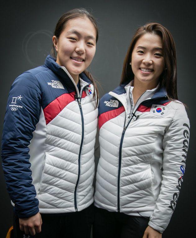 アイスホッケー南北合同チーム代表のイ・ジンギュ(左)、パク・ウンジョン