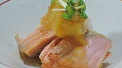 え、塩鮭を茹でちゃうの?レシピ広がる「茹で鮭」のコツは火加減にあり