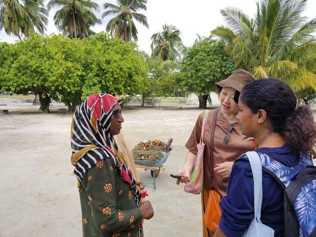 マーバイトホー島でコミュニティー活動に精を出す女性
