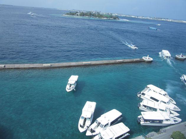 日本の援助で建設されたマレ島を取り囲む防波堤は,インド洋大津波から首都を守った