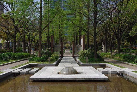 都市の公園に図書館をつくる――アウトドアライブラリーで市民の交流を生む社会実験「Urban