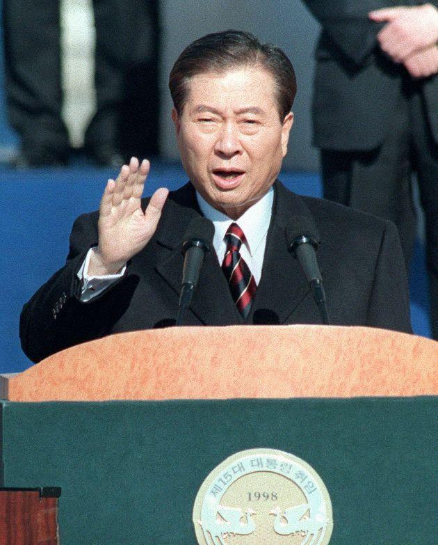 ソウルの国会で行われた就任式で宣誓する金大中大統領(1998年)