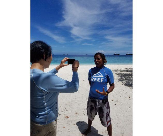 モルディブで女性初のスキューバダイビングのPADIコース・ディレクターになったズーナさんをインタビュー
