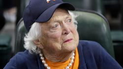 元大統領の妻バーバラ・ブッシュさん、92歳で死去