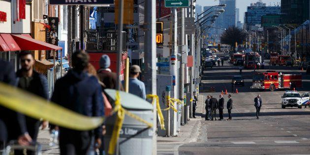 歩道に車突っ込み、9人死亡 G7会合のトロント