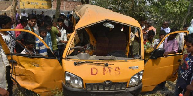 事故を起こしたスクールバス