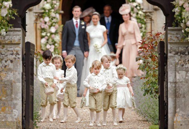 ピッパ・ミドルトンの結婚式でのジョージ王子(真ん中)