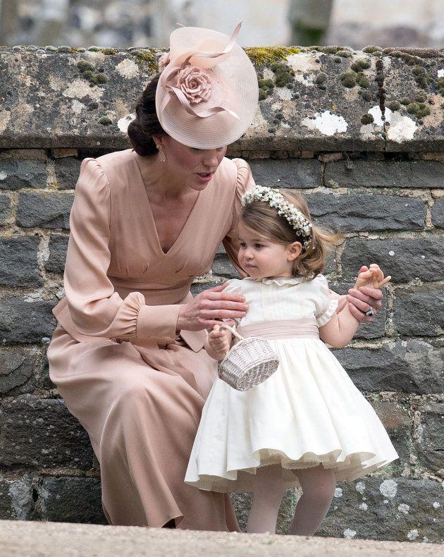 ピッパ・ミドルトンの結婚式でのキャサリン妃とシャーロット王女