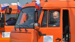 プーチン大統領、シートベルトせずにトラック運転。大統領府報道官「私は見ていなかった」