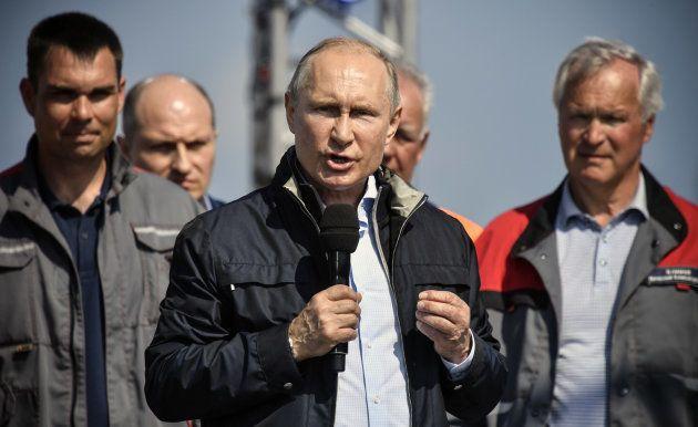開通式であいさつするプーチン大統領