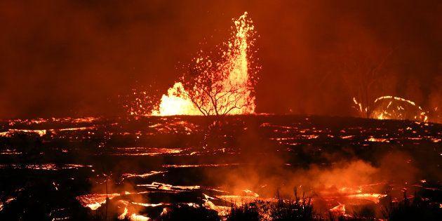ハワイ島を襲う煮えたぎるマグマ(5月18日撮影)