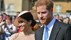 ヘンリー王子とメーガン妃が夫婦で初公務。彼女のドレスに、熱い視線が注がれた。